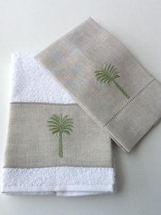 Recebemos novos kits de toalhas de lavabo,super lindas!! Sofisticadas e estilosas, são uma ótima opção para presente!!! O kit é composto po...