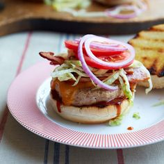The combination of sweet-spicy barbecue sauce and smoky bacon makes this a barbecue lover's dream chicken burger. The combination of sweet-spicy barbecue sauce and smoky bacon makes this a barbecue lover's dream chicken burger. Barbacoa, Carnitas, Wine Recipes, Cooking Recipes, Easy Recipes, Healthy Recipes, Onion Burger, Cheeseburger Recipe, Barbecue Chicken