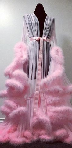 Vintage pink robe.~ (gasp) ..absolutely gorgeous , incredible !