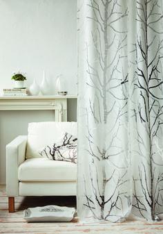 """Gemütliche Aussichten … … sind mit dem Vorhang """"Fresco"""" aus dem Hause Apelt  garantiert! Das von der Natur inspirierte Muster auf einem  halbtransparenten Stoff-Mix aus Leinen und Polyester sorgt  für ein behagliches Wohn-Ambiente – übrigens genau wie  die harmonische Farbgebung in braun und weiß. Kurzum:  Der perfekte Rahmen für eure Fenster!"""
