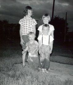 awkward family photos... children of the corn style...lol