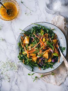 Kreetan suosikki: Aurinkoinen vihersalaatti hedelmillä ja pähkinöillä (V, GF) Cook At Home, Japchae, Food Photography, Food And Drink, Low Carb, Healthy Recipes, Healthy Food, Fresh, Eat