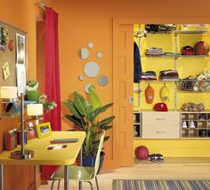Vibrant #colours and an amazing #wardrobe... What more can you ask for?   Des #couleurs dynamiques, une #garde_robe idéale... Que demander de mieux? #chambre #adolescent #decor