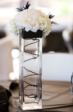 Chic black and white floral wedding centerpiece #wedding #diywedding #black #centerpiece #weddingdecor