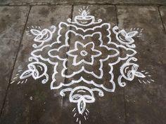 Rangoli designs/Kolam: S.No. 39 :-13-7 pulli kolam- interlaced dots kolam...