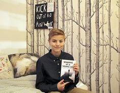 13-årige Robert Bechsgaard fra Holte har netop udgivet sin første bog. Foto: Anne Dahl Kristensen