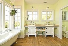 Great Traditional Master Bathroom - Zillow Digs