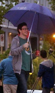 "gleeksformonteith: "" corydune: "" Coffee + Vancouver Rain = Happy Cory :) "" that is the best weather….or snow on top of it, ya'know "" Glee Rachel And Finn, Cory Glee, Glee Cory Monteith, Lea And Cory, Glee Cast, It Cast, Noah Puckerman, Finn Hudson, Lea Michele"