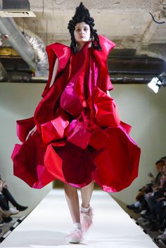 Rei Kawakubo debuts her fall collection.