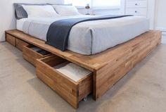 J'aime beaucoup cette base de lit. Pratique et simple. La tête de lit est inutile selon nos besoins.