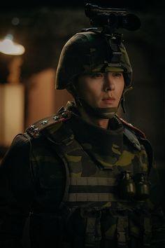 Crash Landing On You-Hyun Bin-Korean Drama-Subtitle Hyun Bin, Asian Actors, Korean Actors, Korean Drama Best, Korean Star, Kdrama Actors, Handsome Actors, Drama Korea, Kpop