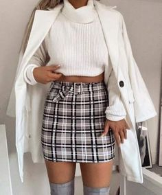 Minifaldas y su regreso triunfal, Blog falda estampada. Cold Weather Outfits, Tumblr Outfits, Fashion Forward, We Heart It, What's Trending, High Waisted Skirt, Waist Skirt, Winter Outfits Women, New Wardrobe
