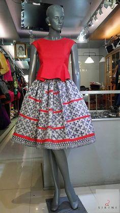 High Collar Blouse, Thai Wedding Dress, Modele Hijab, Batik Fashion, Thai Dress, Batik Dress, International Fashion, African Dress, Traditional Dresses
