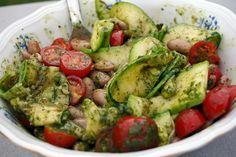 Salade de haricots blancs, courgettes grillées et tomates cerise – Huile au basilic