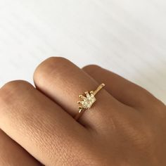 Crown rings are the coolest trend accessories 😍 nothing is cooler than a ring and a crown together 😄