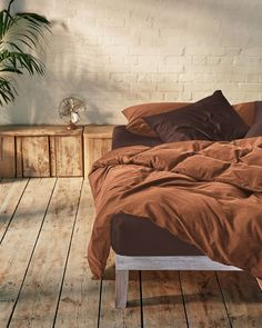 Give your bed an upgrade with our caramel brown and acorn brown bedding set. Washed cotton is luxuriously soft to the touch and highly breathable, helping to regulate body temperature through the night. It is an effortless fabric, designed to look good even without ironing. Crafted from the finest fibres in Portugal.