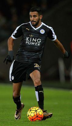 Riyad Mahrez, a favor delLeicester City.