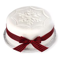 Holiday Cakes can be made big or small. Larger cakes are beautiful Christmas Cake Designs, Christmas Cake Decorations, Holiday Cakes, Christmas Desserts, Christmas Treats, Christmas Cakes, Xmas Cakes, Cake Icing, Cupcake Cakes