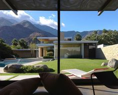 Architectural treasure: Kaufmann Desert House by Richard Neutra — Plant Light Book Chinese Architecture, Futuristic Architecture, Palm Springs Houses, Outdoor Rooms, Outdoor Decor, Richard Neutra, Plant Lighting, Desert Homes, Desert Plants