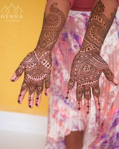 This bride didn't want too much on her fingertips and I ended up loving the effect of the beaded strands. Note to self: try this again! This was on location near #playadelcarmen last December.  hennaloungesf@gmail.com 1 (415) 215 6901 Web: www.hennalounge.com Henna Supplies: www.hennaguru.com  Darcy Vasudev/Henna Lounge. Repost with permission only.  #henna #mehndi #desiwedding #oaklandhenna #gorimehndiwali #hennatattoo #bayareahenna #hennaloungemexico #bridalhenna  #sfhenna…