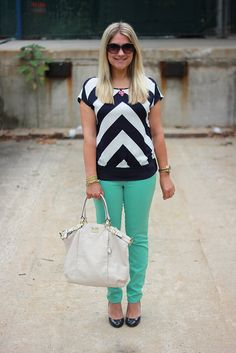 chevron and mint...cute casual outfit combo!  Click through for so many more causal outfit ideas from a teacher!