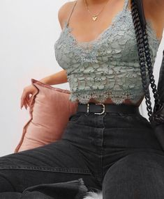"447 mentions J'aime, 3 commentaires - Lydia Rose (@fashioninflux) sur Instagram : ""When @hm comes thrrrruuuu love this little top I got today, plus it was only £8 #outfitdetails…"""