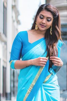 The Various Looks That Keep Killing People With Elegance And Boldness Beautiful Girl Indian, Beautiful Saree, Beautiful Indian Actress, Traditional Looks, Traditional Outfits, Beauty Full Girl, Beauty Women, Vithya Hair And Makeup, Saree Photoshoot