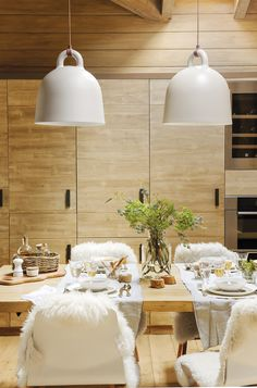 Egy álomkabin a spanyol hegyekben - a PLANETE DECO egy otthoni világ Cabins In The Woods, House In The Woods, Jack And Jill Bathroom, Cabin Kitchens, Wooden Cabins, New Kitchen Cabinets, Tiny House Movement, The Design Files, Beautiful Interiors