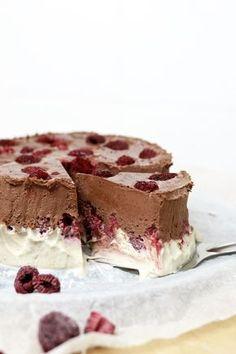 Nutfree, dairyfree and gluten free raw cake. Raw Desserts, Healthy Dessert Recipes, Raw Food Recipes, Sweet Recipes, Chocolate Raspberry Cake, Raw Chocolate, Raw Cake, Savory Pastry, Cupcakes