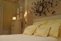 Gossip Girl bedroom. I love it!