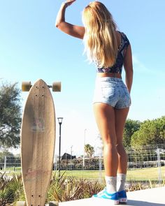 It's late summer urf lesson is free How are you, couple? It's late summer and we're offering free surfing lessons. Skater Look, Skater Girl Style, Vans Girls Style, Estilo California, Surfergirl Style, Skate Girl, Skate Style, Skateboard Girl, Surf Girls