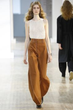 Lemaire Spring 2016 Ready-to-Wear Collection Photos - Vogue Fashion Week, Runway Fashion, Spring Fashion, High Fashion, Fashion Show, Womens Fashion, Fashion Design, Fashion Trends, Paris Fashion