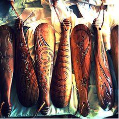 artwork of Philip Conte. Maori Words, Polynesian Art, Maori Art, Bone Carving, The Hobbit, Moka, Paddle, Kiwi, Boots