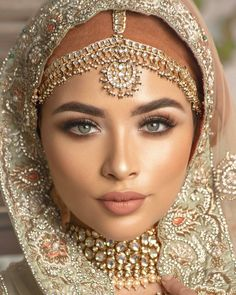 "☆ Shaadi Barbaadi ☆ on Instagram: ""Stunning Hijabi bride inspo 💄💄💄 #Repost from @coshimakeup - Photography @omjphotography Styling by @stylebypritsg Bridal dress…"""