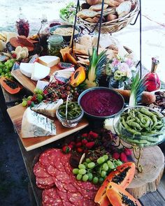 Noosa Wedding Organisation- Caterer- Vanteen Catering #noosawedding #noosabeachwedding #noosaweddingorganisation #visitnoosa www.noosaweddings.org