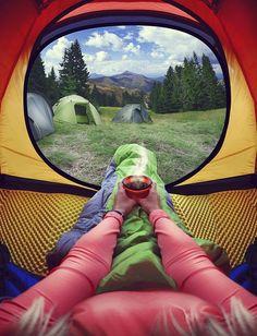 Nützliche Tipps rund um den Kauf eines Zeltes und der richtigen Ausrüstung hat Bloggerin Jessie für dich gesammelt.