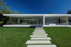 Awesome House - Luxury Glass Pavilion House by Steve Hermann