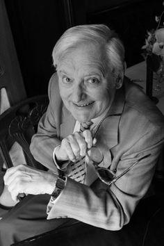 Roger Carel, un acteur français né le 14 août 1927 à Paris. Personnalité majeure du doublage français. C3PO - Astérix - Hercule Poirot - le chat de Chester...