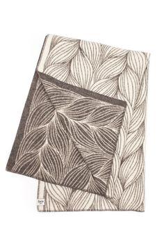 #rorostweed #plaid #throws #jippi #Jippidesign http://www.jippidesign.com/