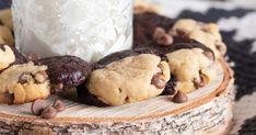 Mehevät amerikkalaiset keksit, joissa yhdistyy tuhti brownie ja perinteinen suklaahippukeksi Cookies, Desserts, Food, Crack Crackers, Tailgate Desserts, Deserts, Biscuits, Essen, Postres