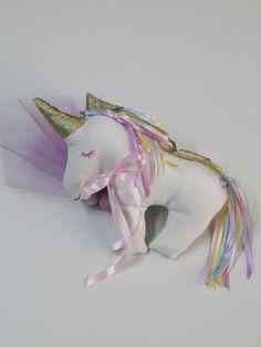 Μπομπονιέρα Βάπτισης - Μαξιλαράκι Μονόκερος (Unicorn plush pillow)   Για περισσότερα σχέδια και τιμές μπείτε στο bonbonierahandmade.com