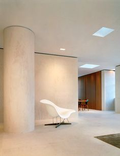 The serene entrance to the Tribeca penthouse created by architect Sam Trimble for Kevin Roberts, CEO worldwide of Saatchi & Saatchi. Bottom Out, 1999, a glass hologram by James Turrell, is on the wall. Survival Series (In a Dream . . . ), 1998, by Jenny Holzer is in white marble.
