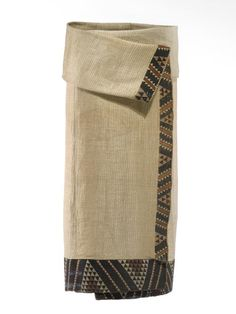 Kaitaka paepaeroa (fine flax cloak with vertical weft rows and taniko borders) Te Ati Awa iwi (tribe); On loan from David Pitt Maori Words, Maori Patterns, Flax Weaving, Maori Designs, Maori Art, Kiwiana, Polynesian People, Ancient Beauty, Pleated Fabric