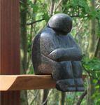 Gesprek op niveau van Ine de Cock | Groepsoverleg; braziliaans speksteen op hardhouten sokkel (totale hoogte 41 cm). Verkocht