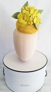 Handmade with love using sinamay and leather for a spring / summer look in a headpiece. Fascinator, Headpiece, Oaks Day, Spring Carnival, Derby Day, Leather Flowers, Button Flowers, My Spring, Summer Looks