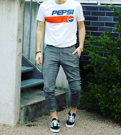 Beauty begins the moment you decide to be yourself. Men Street, Attractive Men, Pepsi, Summer Sun, Vans Old Skool, Parachute Pants, Style Fashion, Jewelry Accessories, Street Style