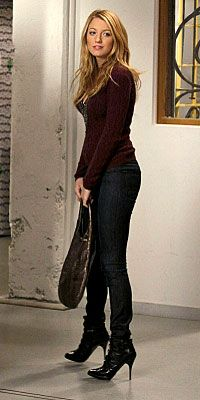 Gossip Girl Season Two: Get the Look Episode 208: Pret-a-Poor J Serena finds herself drawn to a new suitor—an artist she meets at the gallery opening. Here she wears a Valentino sweater, J Brand jeans, Jonathan Kelsey boots and carries a Devi Kroell bag.