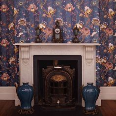 Have you explored the new A R T E M I S wallpaper collections? Updated with striped backgrounds for SS16, the wild florals add a bold statement to your interiors. #wallpaper #interiors #hohxwilliammorris