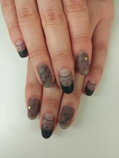 ☮✿★ NAILS ✝☯★☮ So so dainty and kind of goth? Prettt