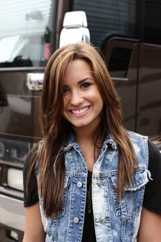 Demi Lovato, my girl❤ she is my favorit and i Love her hair like that and now Camp Rock, Miley Cyrus, Pretty People, Beautiful People, Perfect People, Beautiful Ladies, Selena, Demi Lovato Hair, Demi Lovato 2011